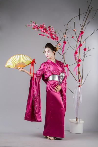 Розовое кимоно в аренду